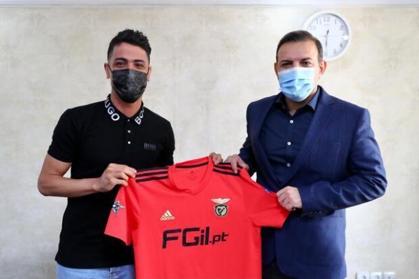 اهدای پیراهن تیم فوتسال بنفیکا پرتغال به رئیس فدراسیون ایران